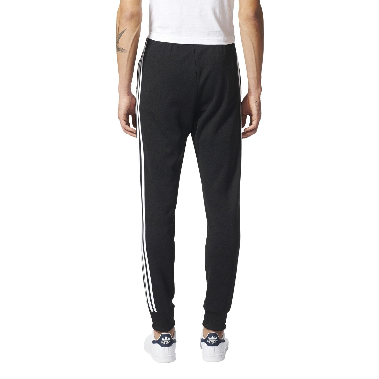 Spodnie adidas Superstar Cuffed Track Pants AJ6960